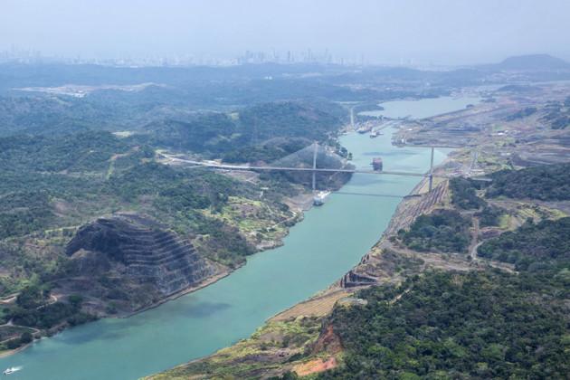 Helikoptervy över Panamakanalen.