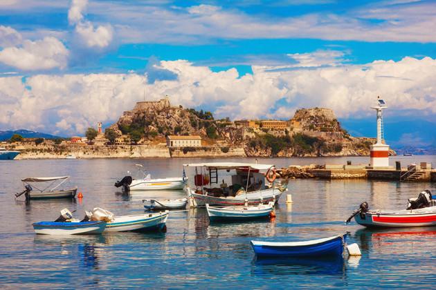 Fästning och småbåtshamn på Korfu, Grekland.