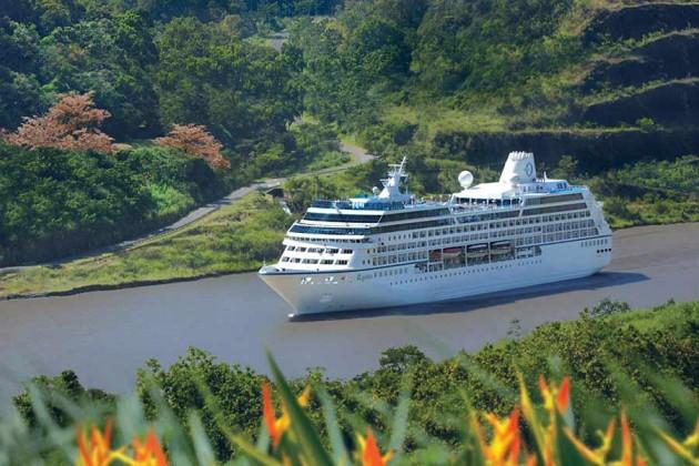 Kryssningsfartyget Oceania i Panamakanalen