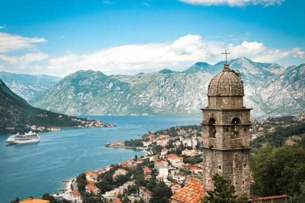 Vy över Kotor i Montenegro.