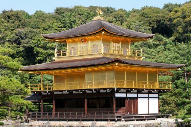 Templet Kinkakuji i Kyoto, Japan.