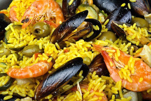 Den klassiska spanska rätten Paella
