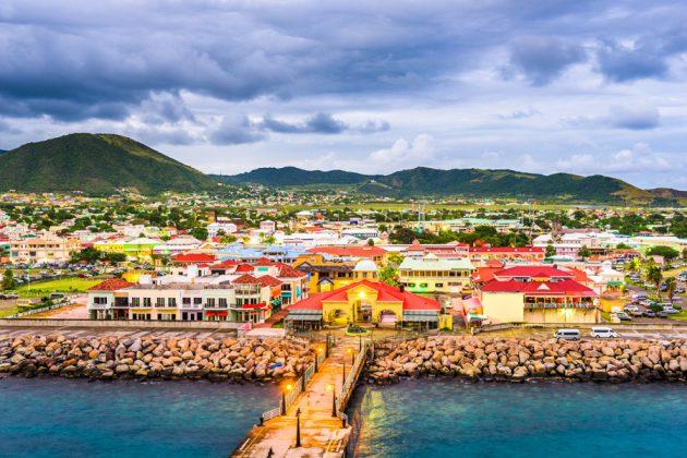 Vy över staden Basseterre på St. Kitts.