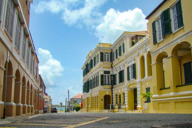 Gata i Christiansted på St. Croix i Karibien.