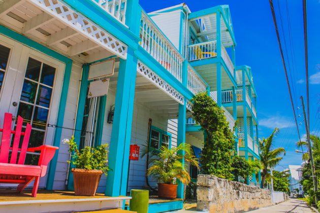 Färgglad arkitektur i Hope Town på Bahamas.
