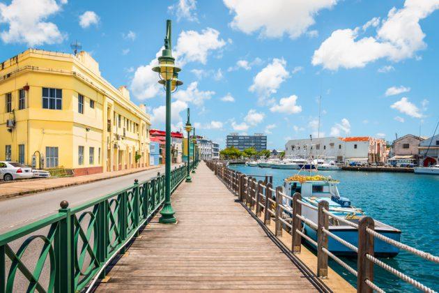 Brygga länga marinan i Bridgetown på Barbados.